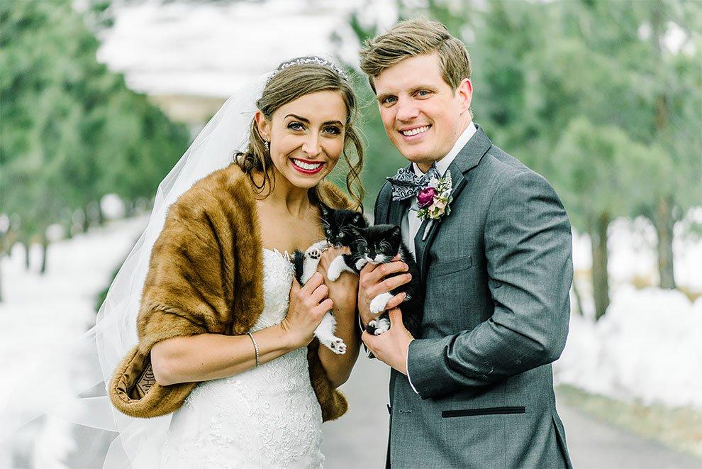 คู่รักเข้าพิธีแต่งงาน และได้เชิญ มิ้วน้อย มาเป็นแขกพิเศษ เพื่อส่งเสริมให้ทุกคนรักแมว