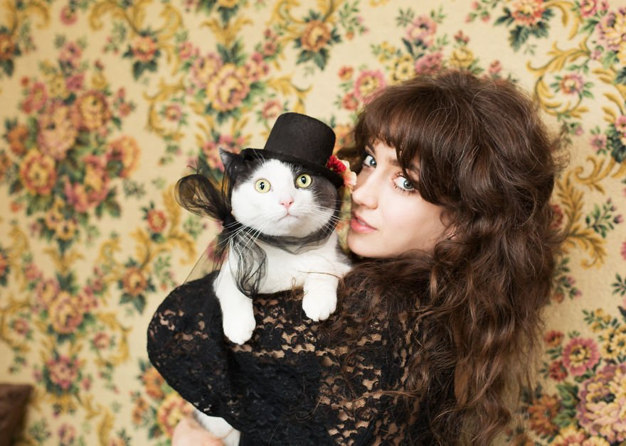 ผู้หญิงเลี้ยงแมวน่ารักจริงๆ ไม่เชื่อลองมาดูรวบรูปเหมี้ยวกับทาสสาว